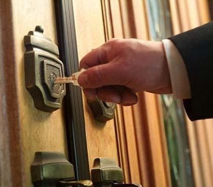 abrir puerta con llave